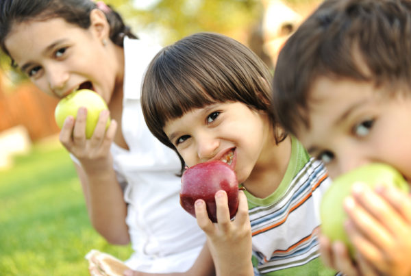 Healthy Snack Ideas for Kids that will Strengthen Their Smile